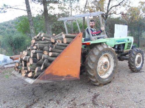 Unser Traktor mit Ladeschaufel